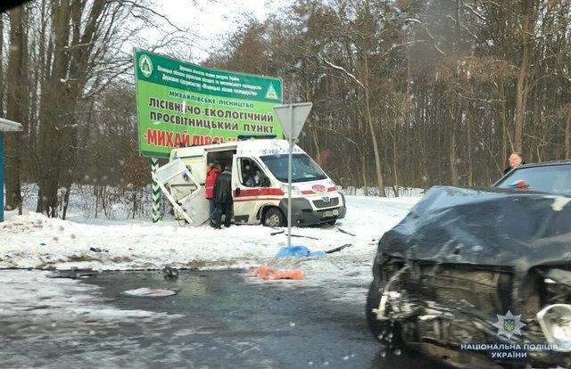 Жестокое ДТП: В Винницкой области столкнулись четыре авто, среди них скорая помощь