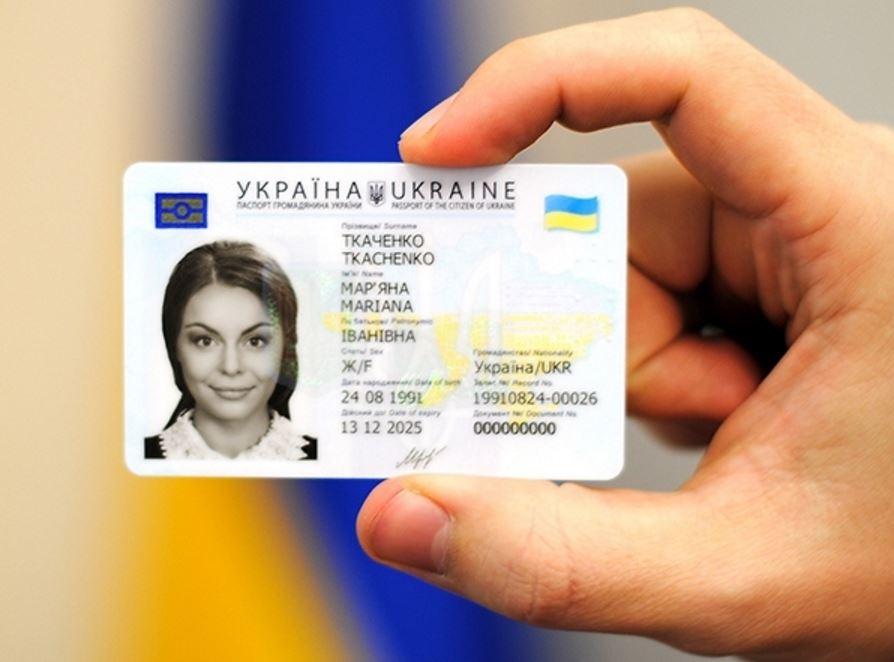 Обязательно ли менять паспорт на «пластик». Эксперт дал важное разъяснение