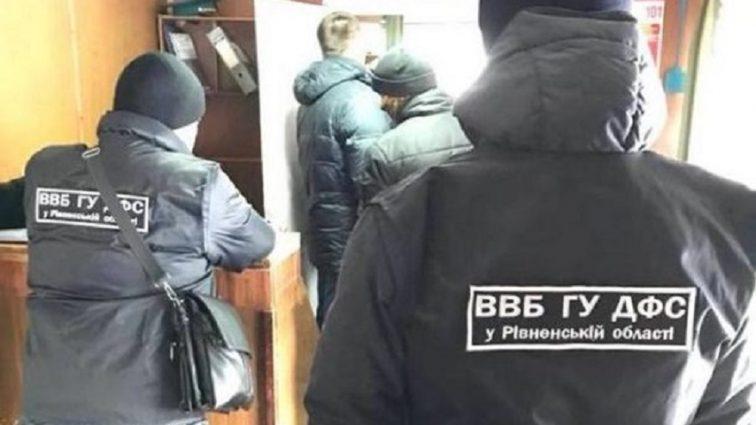 В Украине на взятке задержана группа таможенников