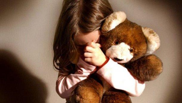 Четыре года издевательств! Отец регулярно насиловал дочь, а мать …