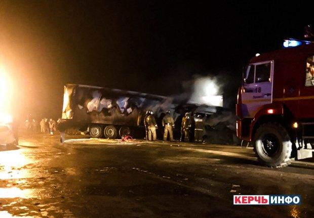 В Крыму произошло масштабное ДТП: столкнулись три грузовика, среди погибших есть дети