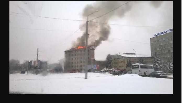 «Огонь охватил более 400 квадратных метров»: Узнайте детали ужасного пожара в Львове