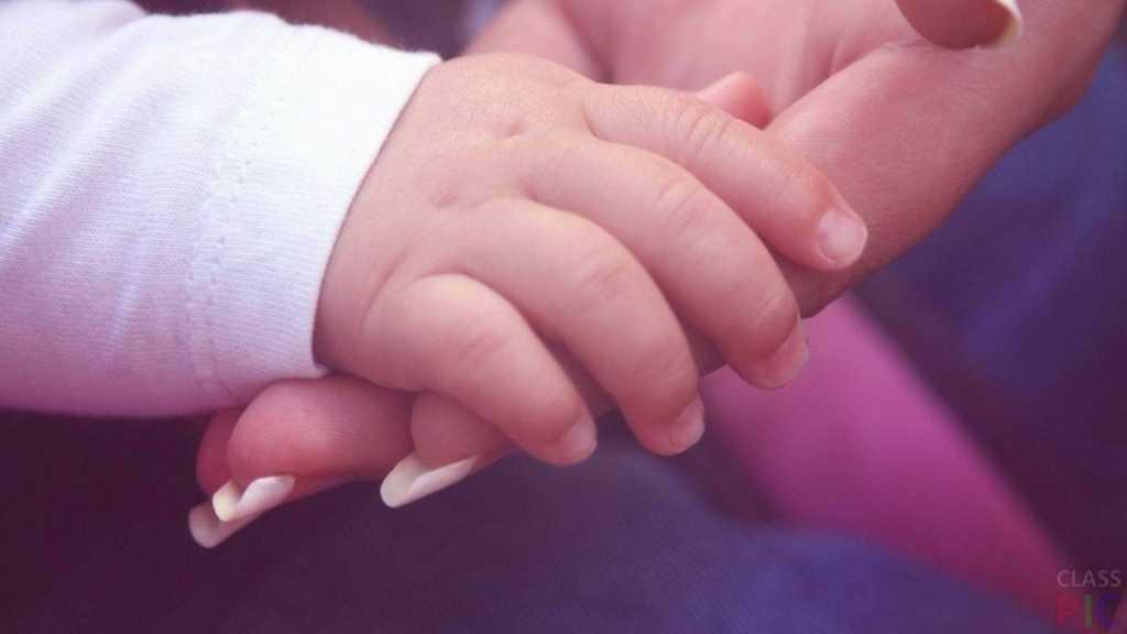 «Везла ребенка в больницу, потому что не могла вызвать ей скорую»: В рейсовом автобусе на руках у матери умер 2-летний ребенок