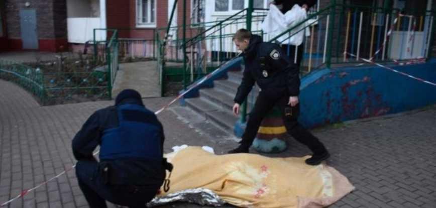«Вместо того, чтобы похоронить, просто выбросила тело на улицу»: Ужасный поступок женщины всколыхнул Киев