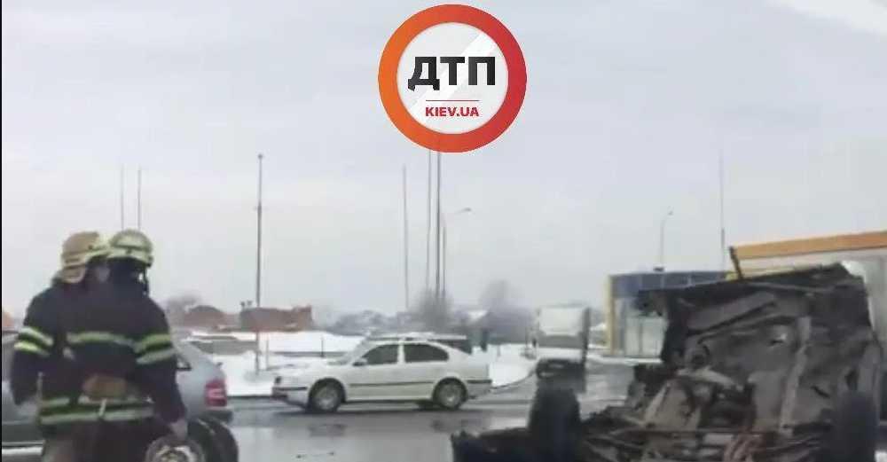 Смертельное ДТП: Под Киевом авто разорвало на части
