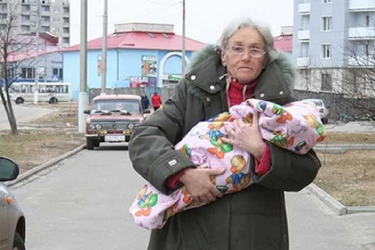 Меня все достали, з ** ли: Как живет девочка-сенсация, которую мать родила в 65 лет