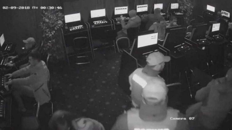 «Родители говорят, что патрульные его просто убили»: Стали известны подробности смерти молодого парня возле салона игровых автоматов