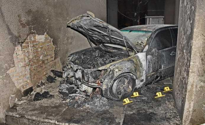 «Попрошу полицию об охране»: Автомобиль скандально-известного адвоката Кучмы и Насирова сожгли