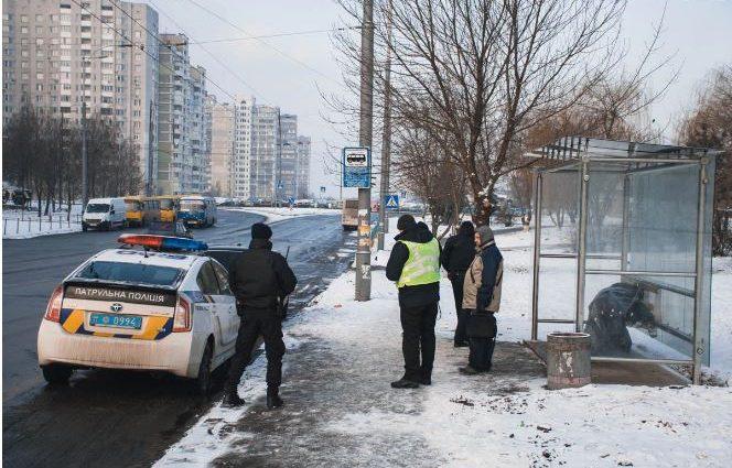 «Прохожие помогли дойти ему до остановки, но …»: Мужчина скончался до приезда скорой