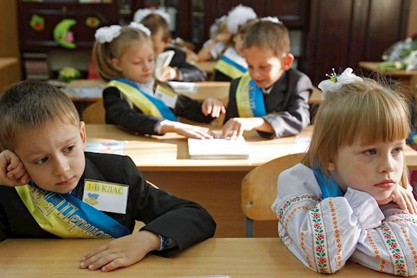 «В первый раз в первый класс»: Кардинально изменились правила приема детей в школы Украины