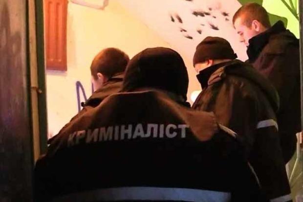 Была полностью раздетой! В Киеве нашли убитую женщину в подъезде дома