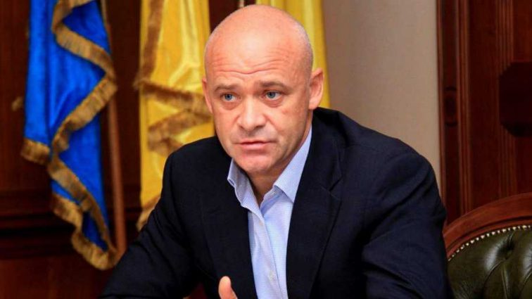 «Вернулся и сразу …»: Труханова задержали в аэропорту. Все детали инцидента