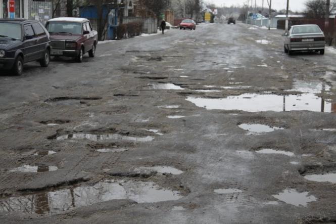 В Украине водителям пообещали компенсацию за плохую дорогу, узнайте подробности