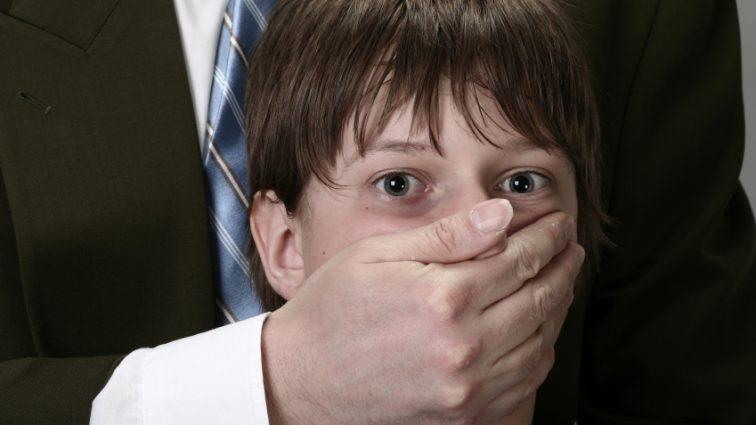 «Приходил под видом усыновителя, а после…» В одном из детских домов массово насиловали маленьких мальчиков
