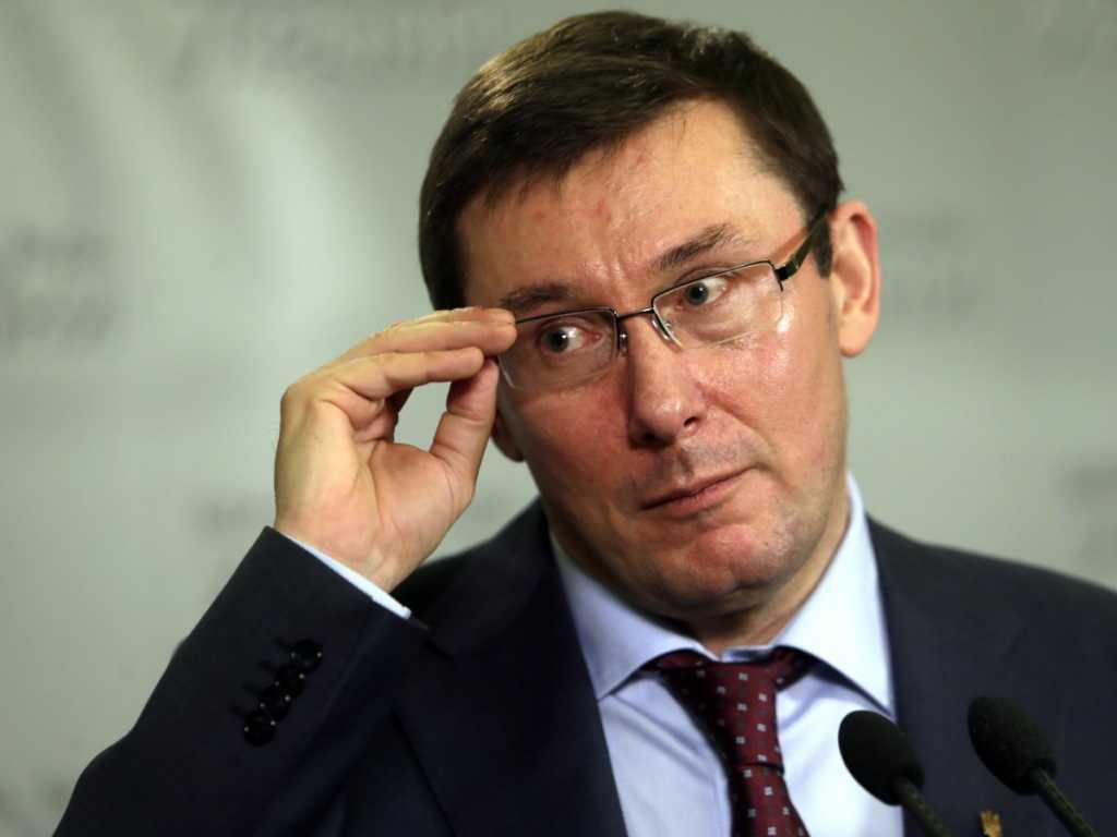 «Беги, Юра, беги …»: разгневанные семьи едут к Луценко