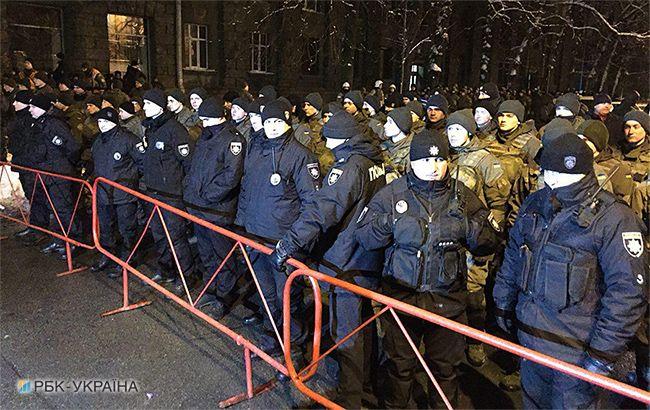 «Начали оттеснять и …»: На Банковой первые столкновения между полицией и сторонниками Саакашвили, узнайте подробности