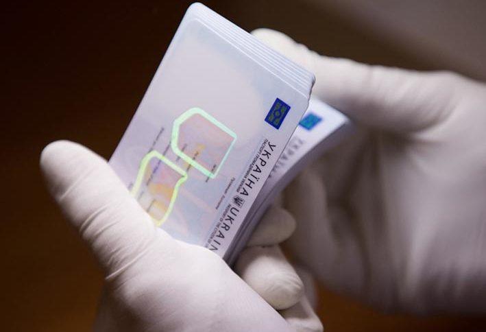 «Не обязательно, но …»: Нужно ли всем украинцам менять паспорта