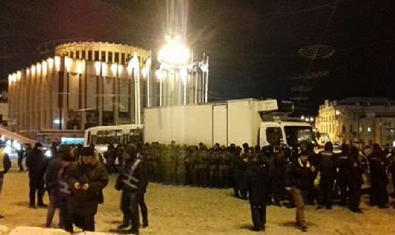«Схватили и упаковали в автозаки»: В центре Киева правоохранители уже начали разгонять митинг активистов «Движения новых сил»