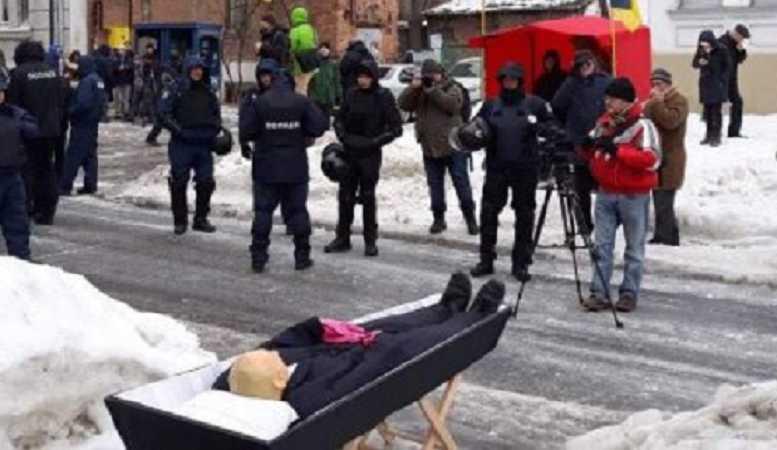 «Путин в гробу»: Сеть ошеломило фото, которое обнародовало МВД Украины