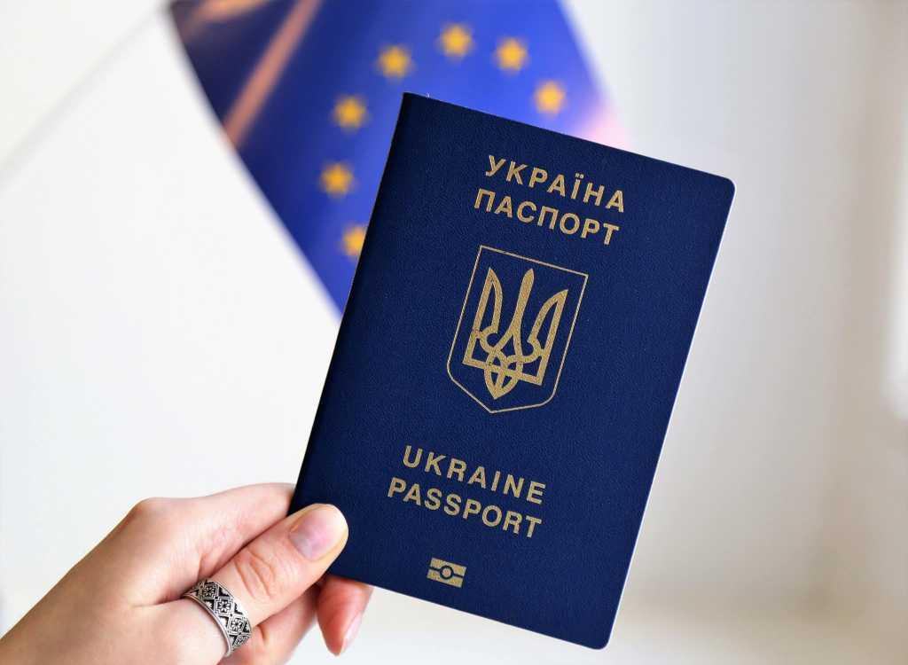 «Правительство запретило оформлять в форме…»: Как производить и как переделывать украинский паспорт