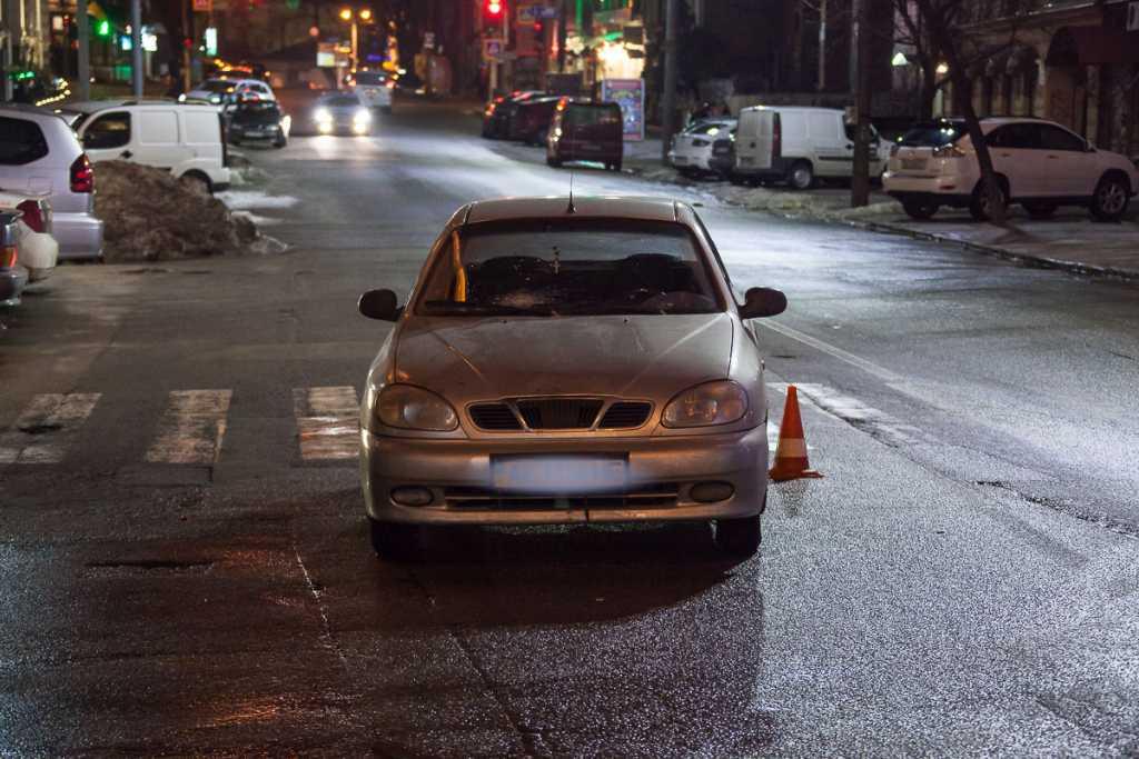 Трагическая ДТП: Водитель сбил женщину с ребенком прямо на пешеходном переходе