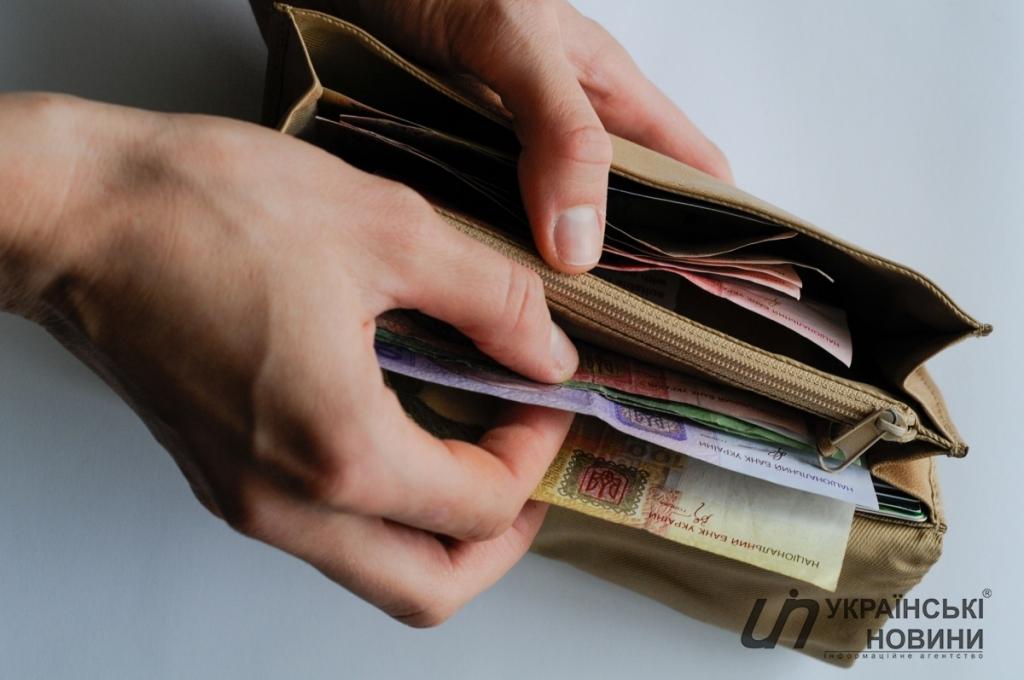«Украинцев заставят отдавать часть зарплаты на …»: Закон о накопительной пенсии, что нужно знать