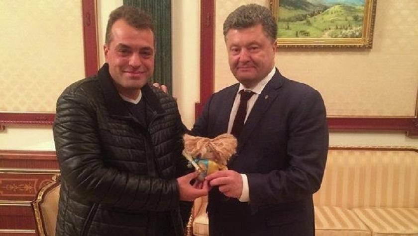 «Гигантская толпа идиотов, которые…»: Советник Порошенко назвал украинцев зрадофилами и врагами