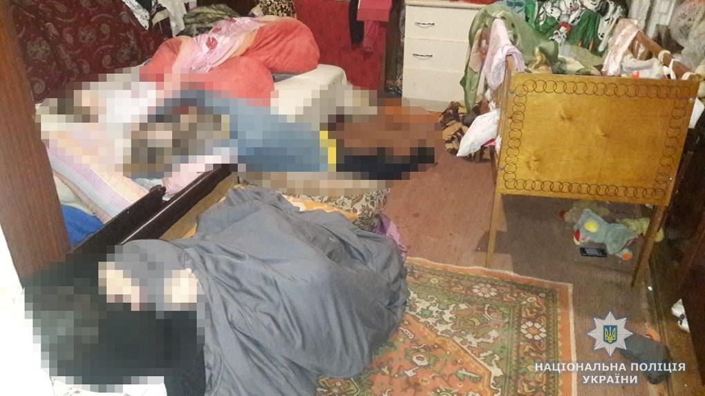 Смертельная трагедия на Житомирщине: В квартире нашли мертвую семью из восьми человек, самому младшему ребенку 1 годик