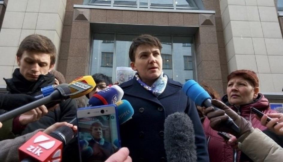 «Видела, как Парубий вводил снайперов в …»: Савченко под зданием СБУ сделала громкое заявление и пошла на допрос