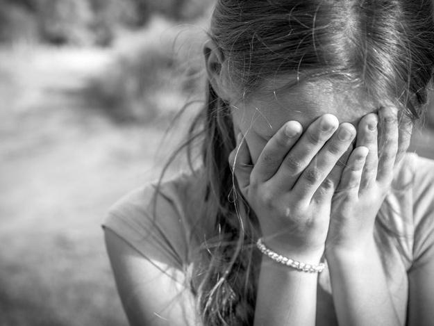 «С помощью шокера»: Мужчина в подъезде жестоко изнасиловал 10-летнюю девочку