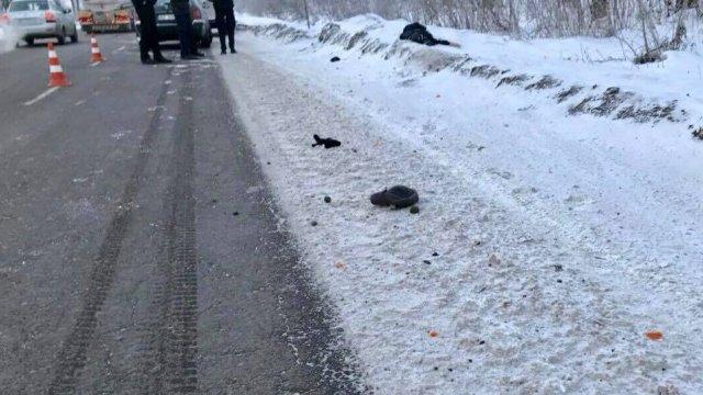 «Оставила умирать на обочине дороги»: На Львовщине женщина-водитель сбила мужчину и скрылась