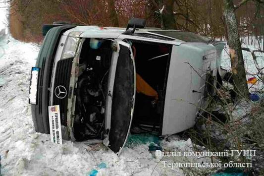 «Не справился с управлением и перевернулся»: Ужасная трагедия на Львовщине, автобус с людьми попал в ДТП
