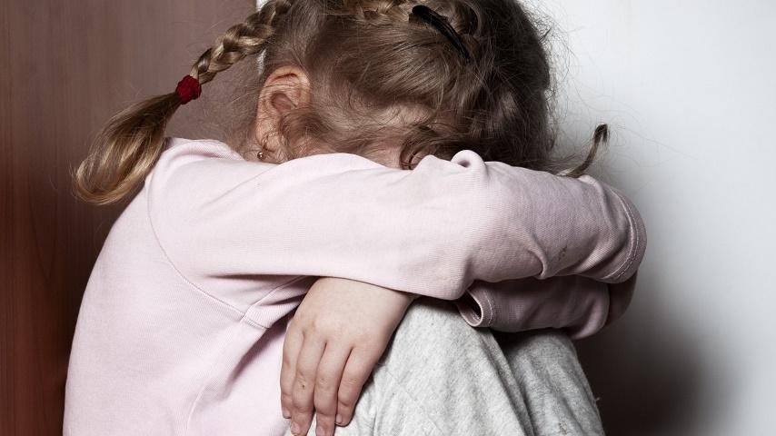 «Если бы моя тетя попыталась остановить это…»: Мать заставила свою маленькую дочь заняться близостью после того, как…