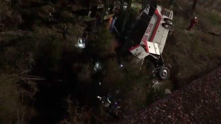 Дети возвращались с экскурсии: Автобус с 52-мя школьниками упал в ущелье