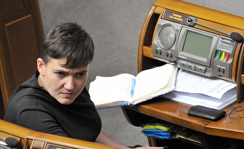 «Мы должны прочитать и будем судить»: Прокуратура передала 174 страницы по делу Савченко