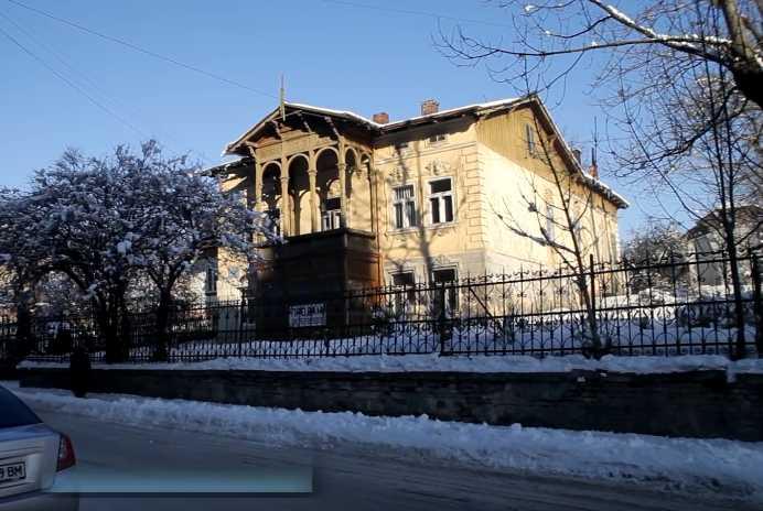 «Всем бы такую бабушку»: Мэру во Львовской области подарили дом и два земельных участка стоимостью 1.6 млн грн