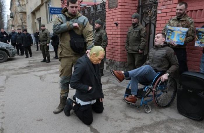 Поставили Путина на колени: Акция протеста во Львове потрясла всю Украину