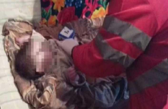 «Четыря дня без еды и воды»: Мать бросила умирать маленьких детей в закрытой квартире