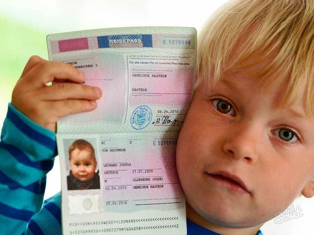 Загранпаспорт с рождения: Уже завтра вступают в силу новые правила выезда детей за границу