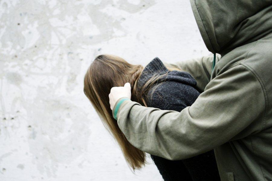 «По очереди мучили бедолагу»: На Закарпатье 5 нелюдей жестоко изнасиловали 15-летнюю девушку