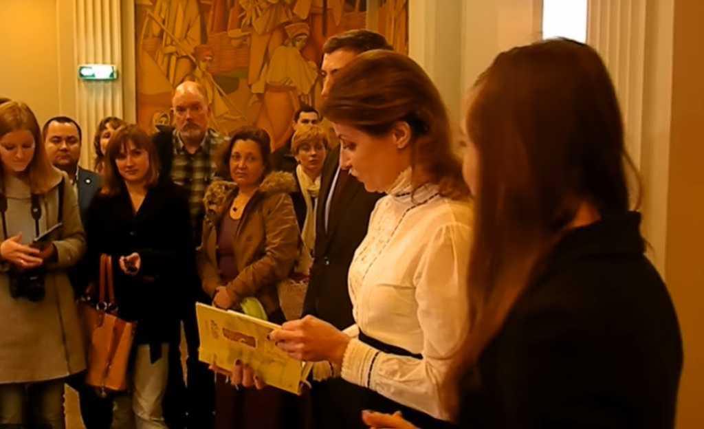 «Садись, два»: Жена Порошенко не смогла прочитать «Заповит» Шевченко