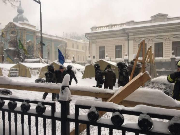 «Лагерь, где за деньги Курченко …»: Луценко сделал громкое заявление о сносе палаток под Верховной Радой