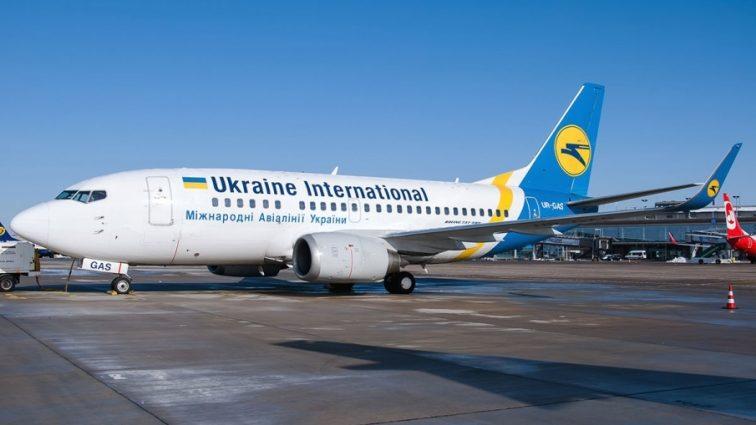 10 часов просидели без воды и пищи: Более сотни украинцев не выпускали из самолета