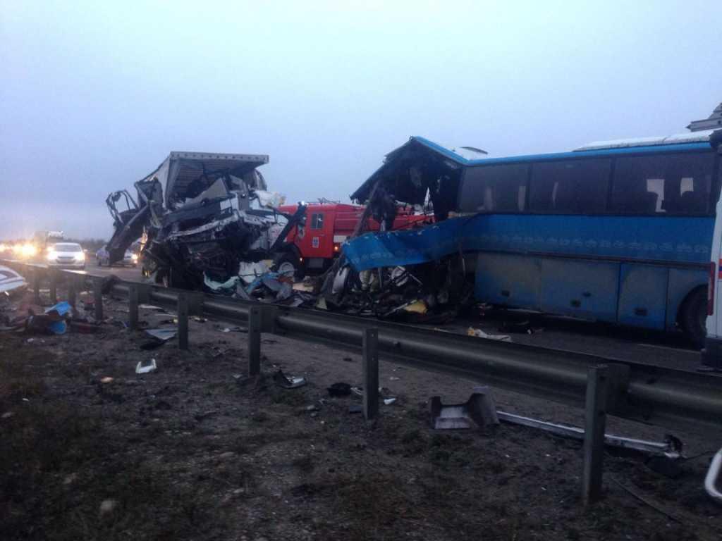 «Переполненный автобус влетел в грузовик»: Среди пострадавших в ДТП — дети