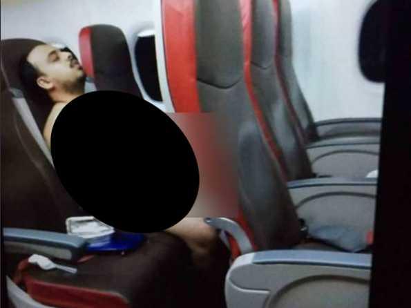 Разделся, включил фильм и самоудовлетворялся: 20-летний мужчина на борту самолета шокировал пассажиров