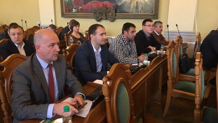 «Садовый отказался…»: В знак протеста большинство депутатов покинули зал
