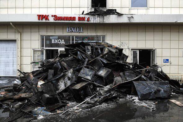 «Морги завалено, мешков для трупов уже не хватает»: Очевидцы утверждают, что в Кемерово погибли почти 400 человек