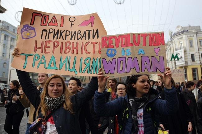 «Напали сразу после…»: Столкновения во время женского марша равенства. Что там происходит?