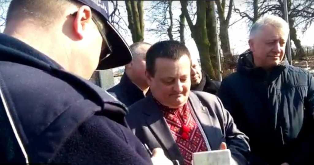 «Хотели допросить из-за того, что»прославлял Бандеру»: Украинского политика чуть не задержала полиция в Польше