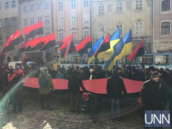 «Мы требуем от депутатов опомниться»: Во Львове под городским советом состоялся протест
